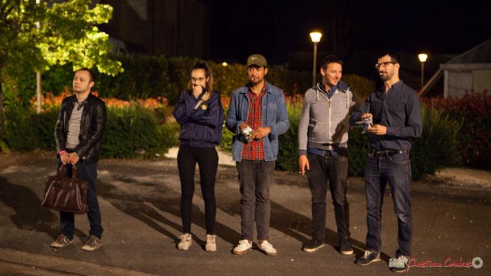 00h50 Vincent Vilnet, Laure Sanchez, Johary Rakotondramasy, Hugo Raducanu, Nicolas Girardi apprécient le bœuf joué par Eym trio. Après-concert, Festival JAZZ360, 10 juin 2017