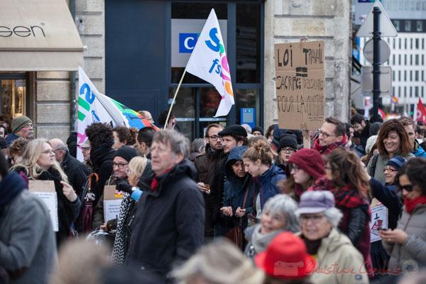 """14h36, """"Loi du travail = Sacrifice des salairiés pour la compétitivité"""". Place Gambetta"""