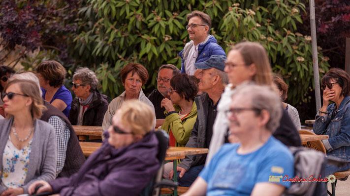 Lionel Faye, Maire de Quinsac, Président de la C.D.C. des Portes de l'Entre-Deux-Mers parmi un public nombreux. Festival JAZZ360 2019, Quinsac, 09/06/2019