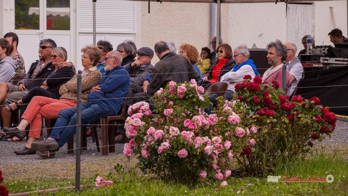 Un public attentif au répertoire de Dave Holland joué par le Big Band du Conservatoire Jacques Thibaud. Festival JAZZ360 2019, parc du château de Pomarède, Langoiran. 06/06/2019