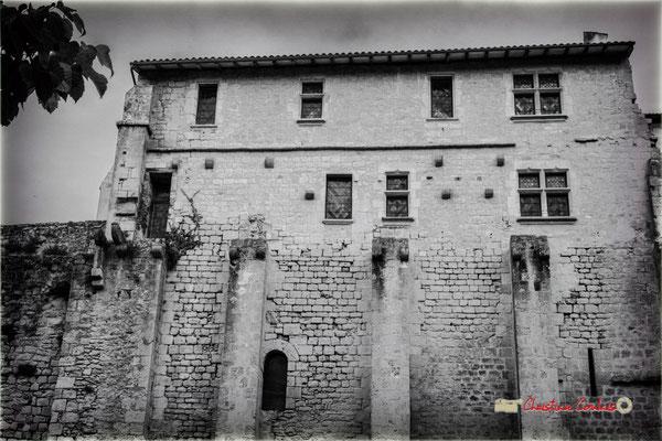Aile méridionale du monastère bénédictin. Cité médiévale de Saint-Macaire. 28/09/2019. Photographie © Christian Coulais