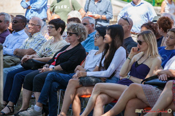 Irène Piarou (au centre) et un parterre de fans semble-t-il ? Tom Ibarra Group. Festival JAZZ360, 10 juin 2017, Camblanes-et-Meynac
