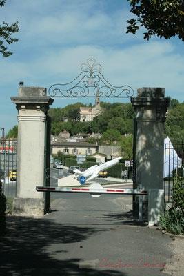Portail d'entrée de l'Aérocampus Aquitaine, en direction de l'avenue de la Libération, Latresne