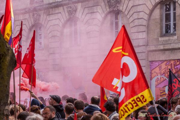 Fumigène. Manifestation intersyndicale de la Fonction publique, place Gambetta, Bordeaux. 10/10/2017