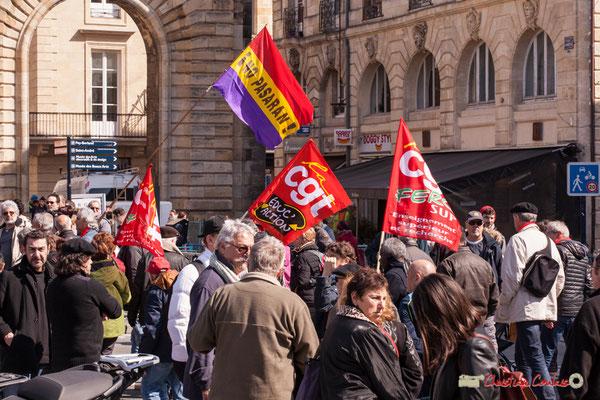 14h28 No Pasaran; CGT Educ'Action; CGT FERC Sup (enseignement supérieur et recherche). Manifestation intersyndicale de la Fonction publique/cheminots/retraités/étudiants, place Gambetta, Bordeaux. 22/03/2018