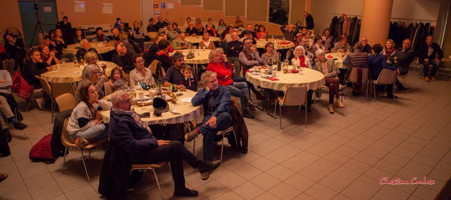 Un public toujours aussi nombreux et fidèle, entre amis ou voisins. Soirée Club JAZZ360, Cénac. Samedi 1er février 2020 ©Christian Coulais
