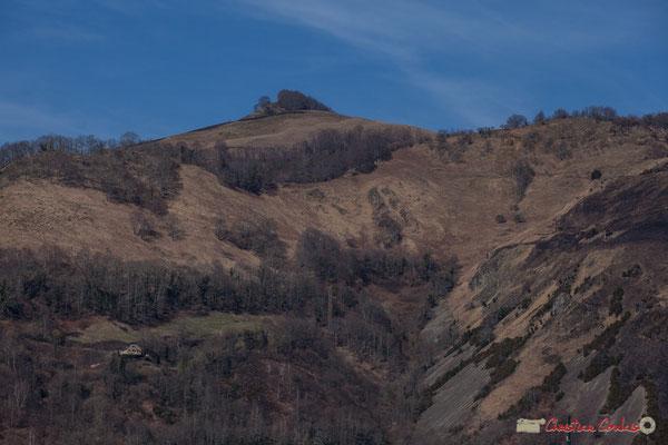 Au-dessus d'Athas, traces d'écobuage sur le flanc droit