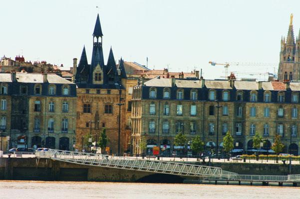 Ponton d'honneur, Quai Richelieu, Porte Cailhau, Tour Pey-Berland, Bordeaux. Reproduction interdite - Tous droits réservés © Christian Coulais