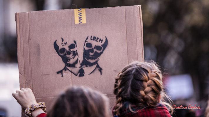 """""""Hydre aux deux têtes de mort R.N./L.R.E.M."""" Manifestation contre la loi Sécurité globale. Samedi 28 novembre 2020, cours Victor Hugo, Bordeaux. Photographie © Christian Coulais"""