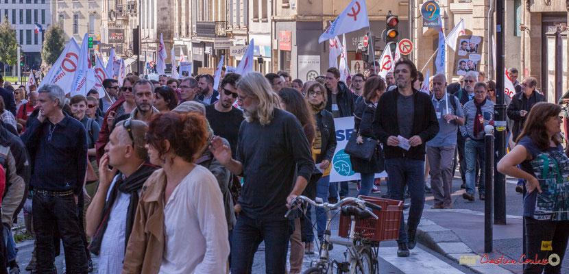 12h58 Arrivée du cortège de la France insoumise. Manifestation intersyndicale de la Fonction publique, place Gambetta, Bordeaux. 10/10/2017