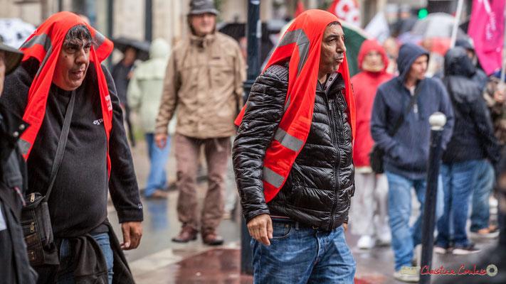 Par trois fois, la pluie s'est manifestée. Manifestation contre la réforme du code du travail. Place Gambetta, Bordeaux, 12/09/2017