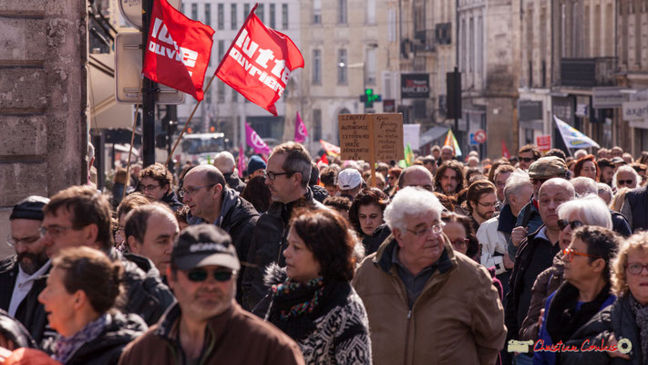 """15h09 """"Liberté+autonomie=citoyen.nes=vraie démocratie=paix"""" Manifestation intersyndicale de la Fonction publique/cheminots/retraités/étudiants, place Gambetta, Bordeaux. 22/03/2018"""