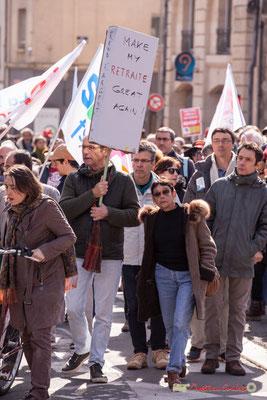 """15h10 """"Make my retraite great again"""" Manifestation intersyndicale de la Fonction publique/cheminots/retraités/étudiants, place Gambetta, Bordeaux. 22/03/2018"""