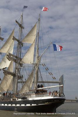 B Le Belem (1896) est un des plus anciens trois-mâts en Europe en état de navigation et le second plus grand voilier restant en France. Bordeaux, samedi 16 mars 2013