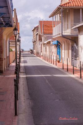 Rue Amiral Courbet , Soulac-sur-Mer. Samedi 3 juillet 2021. Photographie © Christian Coulais