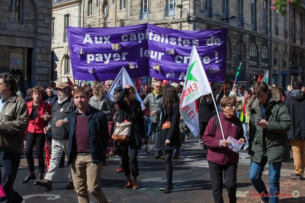 """""""Aux capitalistes de payer la crise, N.P.A."""" Manifestation du 1er mai 2017, avec la France Insoumise, place Gambetta, Bordeaux"""