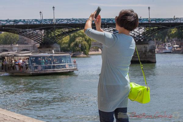 Selfie à la folie ! Quai des Tuileries, Paris 1er