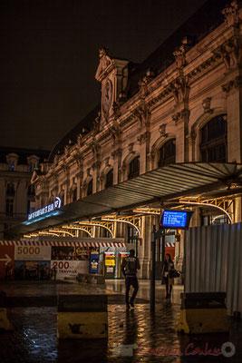 """""""Je ne t'attendais plus"""". Façade principale de la Gare Saint-Jean, en cours de rénovation. Bordeaux"""