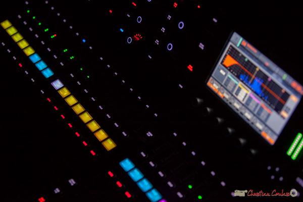 Nouvelle console de Pablo Jarraute, Grand Maître des sons et des lumières. Nokalipcis Project, Soirée-Cabaret JAZZ360, Cénac. 04/11/2017
