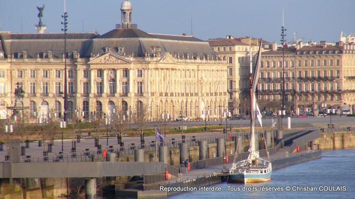 Chambre de Commerce et d'Industrie, la gabarre les Deux Frères appontée au quai Richelieu. Bordeaux, samedi 16 mars 2013