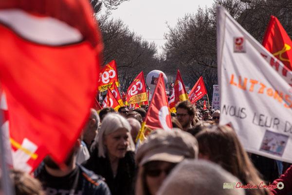 Le cortège s'annonce long. Manifestation intersyndicale de la Fonction publique/cheminots/retraités/étudiants, cours d'Albert, Bordeaux. 22/03/2018