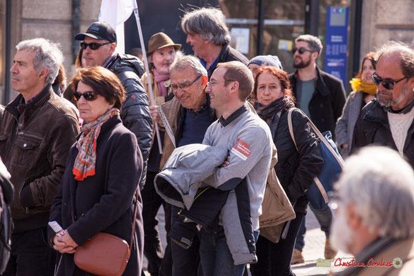 15h07 Militants de la France insoumise Entre-Deux-Mers. Manifestation intersyndicale de la Fonction publique/cheminots/retraités/étudiants, place Gambetta, Bordeaux. 22/03/2018
