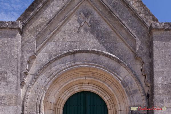 Croix de Saint-André sur le porche. Eglise Saint-André, Cénac. 11/05/2018