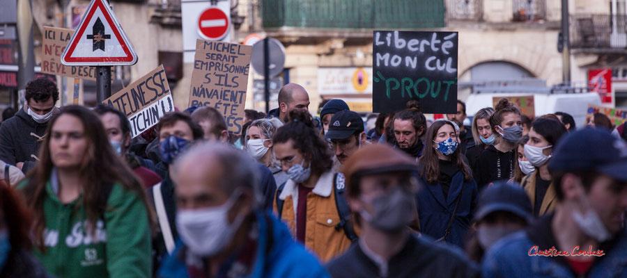 """""""Liberté, mon cul, prout"""" Manifestation contre la loi Sécurité globale. Samedi 28 novembre 2020, cours Victor Hugo, Bordeaux. Photographie © Christian Coulais"""