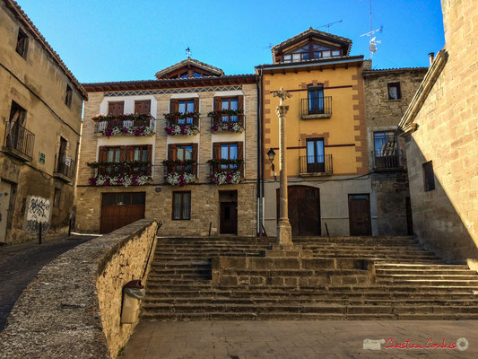 Parvis de l'église Santa Maria, Olite Navarre / Plaza de la Iglesia de Santa María, Olite Navarra