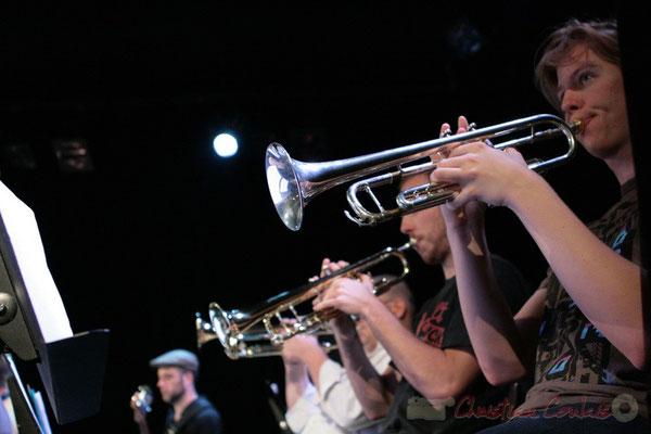 Ligne de trompettistes, Big Band du Conservatoire Jacques Thibaud, section MMA. Festival JAZZ360, Cénac. 03/06/2011