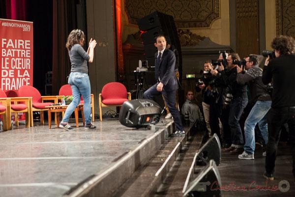 3 Arrivée de Benoît Hamon et des intervenants au Théâtre Fémina, Bordeaux. #benoithamon2017