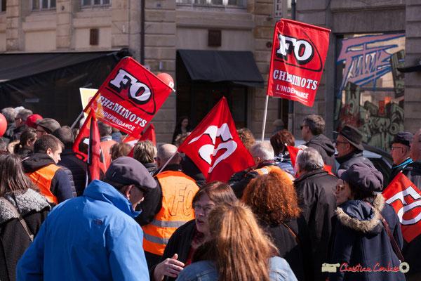 14h39 FO Cheminots l'indépendance. Manifestation intersyndicale de la Fonction publique/cheminots/retraités/étudiants, place Gambetta, Bordeaux. 22/03/2018