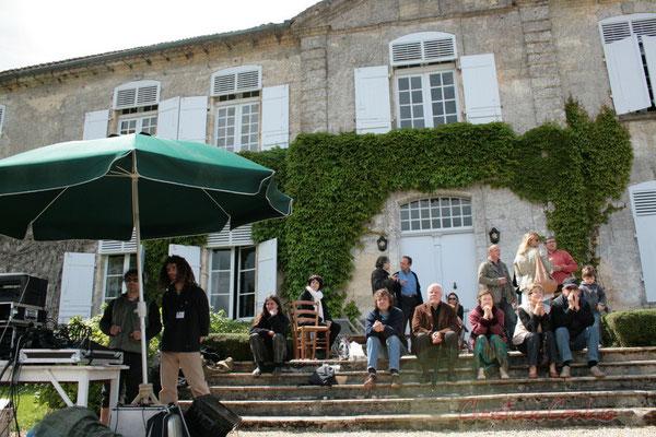 Sonorisation de MovieJazzProject, sous le parasol, devant le château Lestange, Festival JAZZ360 2010, Quinsac, 16/05/2010