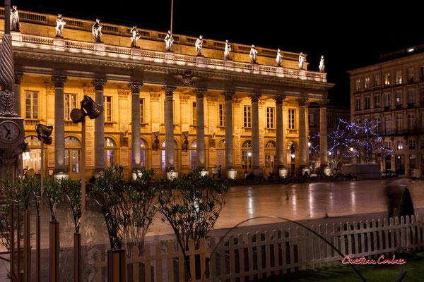 C'est en 1848 que l'escalier extérieur du Grand-théâtre est créé avec l'abaissement du niveau de la place de la Comédie, Bordeaux. Mercredi 16 décembre 2020. Photographie © Christian Coulais