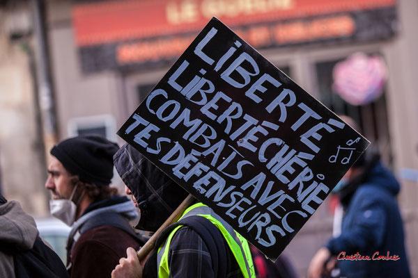 """""""Liberté, liberté chérie, combats avec tes défenseurs"""" Manifestation contre la loi Sécurité globale. Samedi 28 novembre 2020, cours Victor Hugo, Bordeaux. Photographie © Christian Coulais"""
