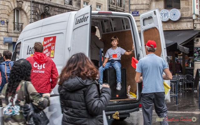 """""""Si jeune est déjà dans la rue à manifester"""" Manifestation contre la réforme du code du travail. Place Gambetta, Bordeaux, 12/09/2017"""