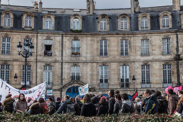 15h22, le cortège retourne place de la Victoire. Place Bir Hakeim, Bordeaux