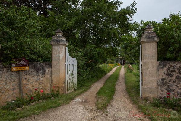 Camblanes-et-Meynac, entrée du Château Brethous. Randonnée pédestre Jazz360 2016, de Cénac à Quinsac, 12/06/2016