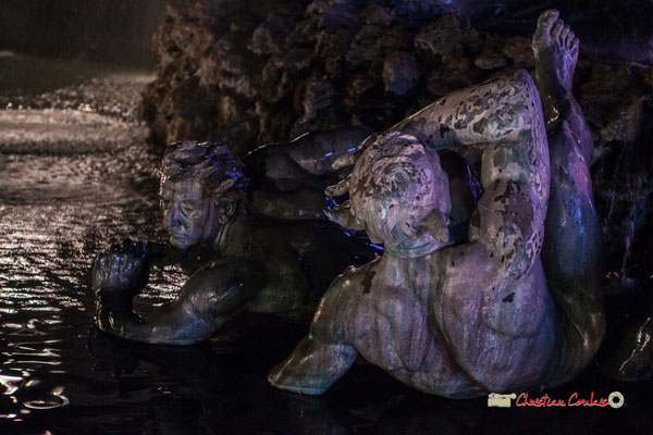Au pied du char : Ignorance, Mensonge et Vice, bassin le triomphe de la République, Monument aux Girondins. Bordeaux, mercredi 17 octobre 2018