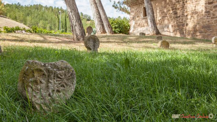 Stèles discoïdales, cimetière basque. Javier, Navarra