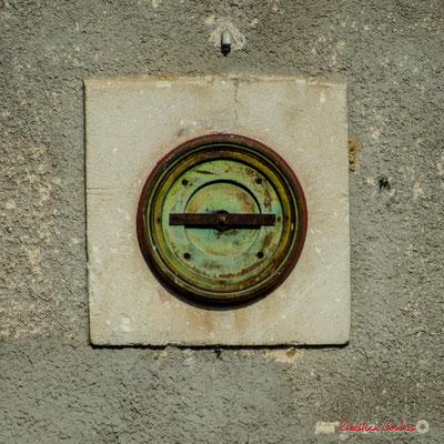 L'horloge de la gare ferroviaire de Citon-Cénac. Cénac, 14/04/2009