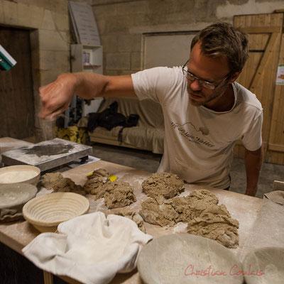 """Pesage du pain au sésame, Ferme du petit baron """"Videau"""" Baron; jeudi 24 septembre 2015"""