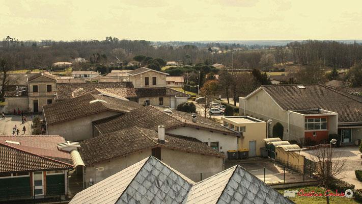 Vue panoramique sud-ouest, depuis le clocher-mur de l'église Saint-André, Cénac. 18/02/2010