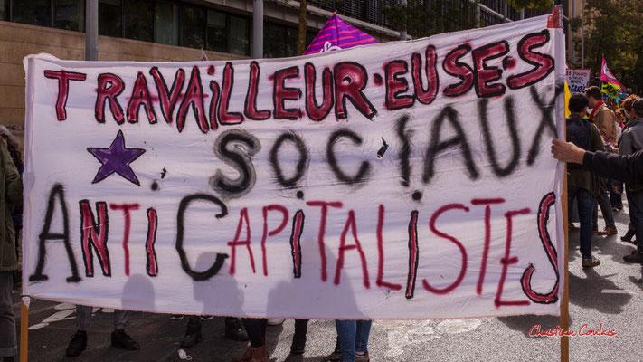 """""""Travailleur.euses sociaux anticapitalistes"""" Manifestation intersyndicale, Bordeaux, mardi 5 octobre 2021. Photographie © Christian Coulais"""