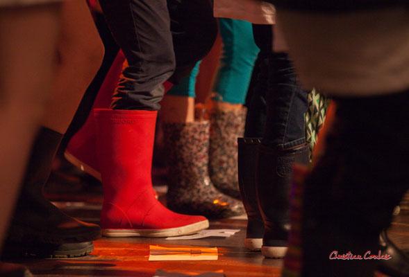Création musicale Siladigueron. Bottes des moussaillons de CM1/CM2 de l'école primaire de l'Estey (Le Tourne), enseignante Céline Dumas. Lundi 7 juin 2021, Cénac. Photographie © Christian Coulais