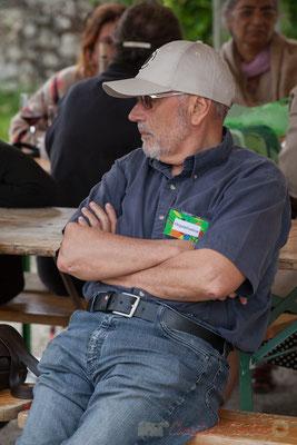 """""""Ce n'est pas tout, doit se dire Gérard Ferrer, bénévole, il reste encore l'estrade de Cénac à démonter"""" Festival JAZZ360 2016, Quinsac"""