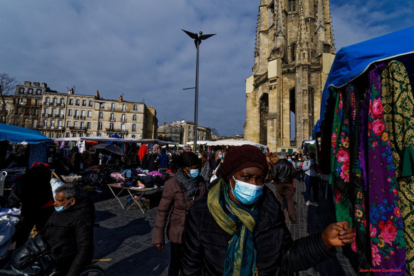Marché de Saint-Michel et ses alentours, Bordeaux. Samedi 6 mars 2021. Photographie © Jean-Pierre Couhouis