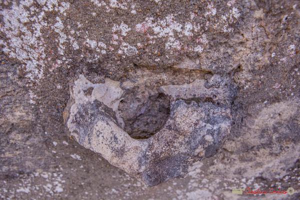 13 Anneau de pierre sur le mue d'un habitat vernaculaire. Allée du Cloutet, Cénac, Gironde. 16/10/2017