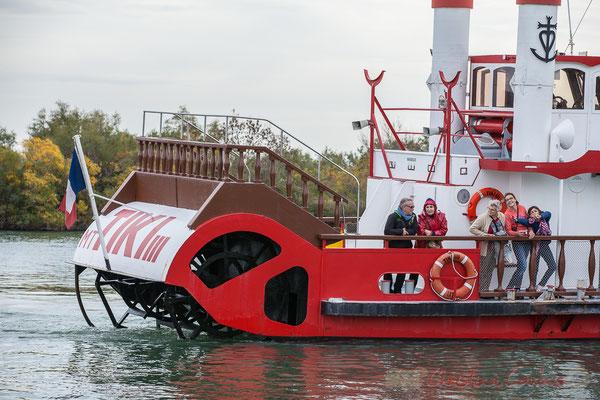 Tandis que le Tiki III s'éloigne, en remontant la rive droite du Petit Rhône