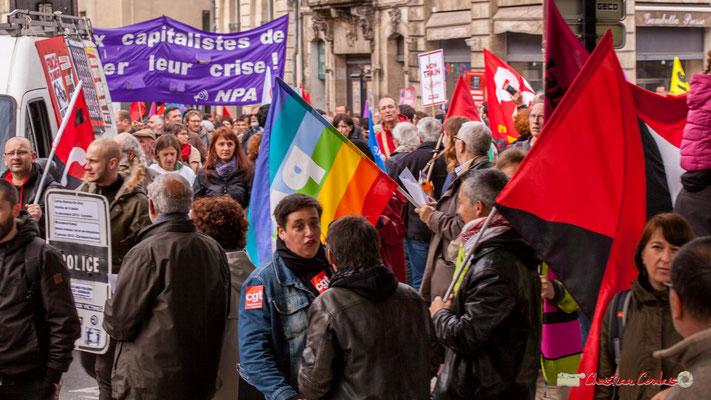 10h53 Convergence des drapeaux; pour la paix, anarchiste, palestine...Rue du Docteur Nancel-Pénard, Bordeaux. 01/05/2018